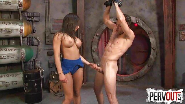 Fisting anal e abuelas calientes follando inserciones de botellas XXL