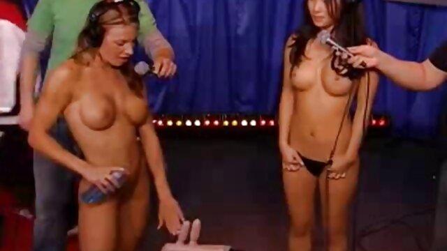 Dea Ishtar se desnuda y se masturba abuelas gordas calientes con un juguete