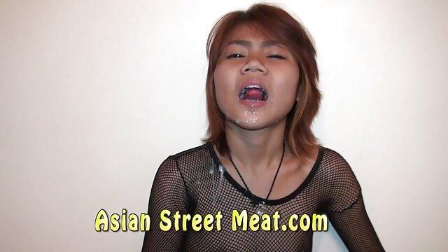 Sexo con abuelas calientes cojiendo dos prostitutas