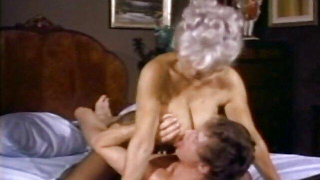 ¡La zorra de figura completa Maggie Green chupa y folla las abuelas mas calientes una gran polla negra!