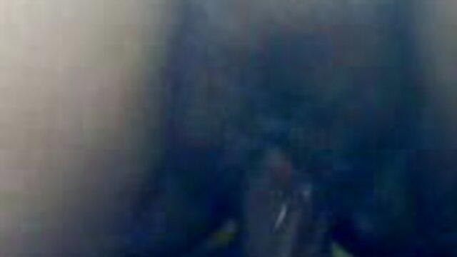 Hermanastra adolescente grandes tetas naturales atrapado follada por abuelas calientes xxx hermano