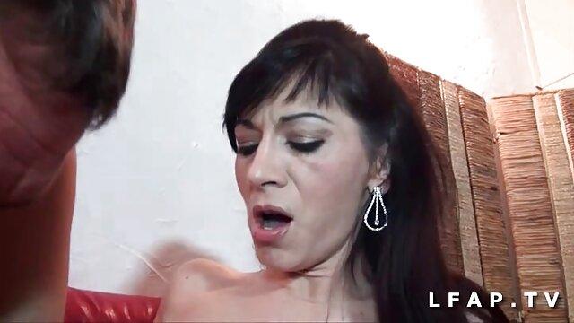 Pequeña hermanastra adolescente follada por hermanastro durante abuelas desnudas calientes el masaje