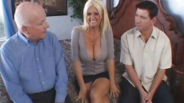 2 esposas embarazadas lamiendo y chupando trío ancianas calientes follando